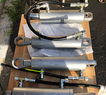 Yacht Hose Doctor repairs hydraulic cylinders and rams